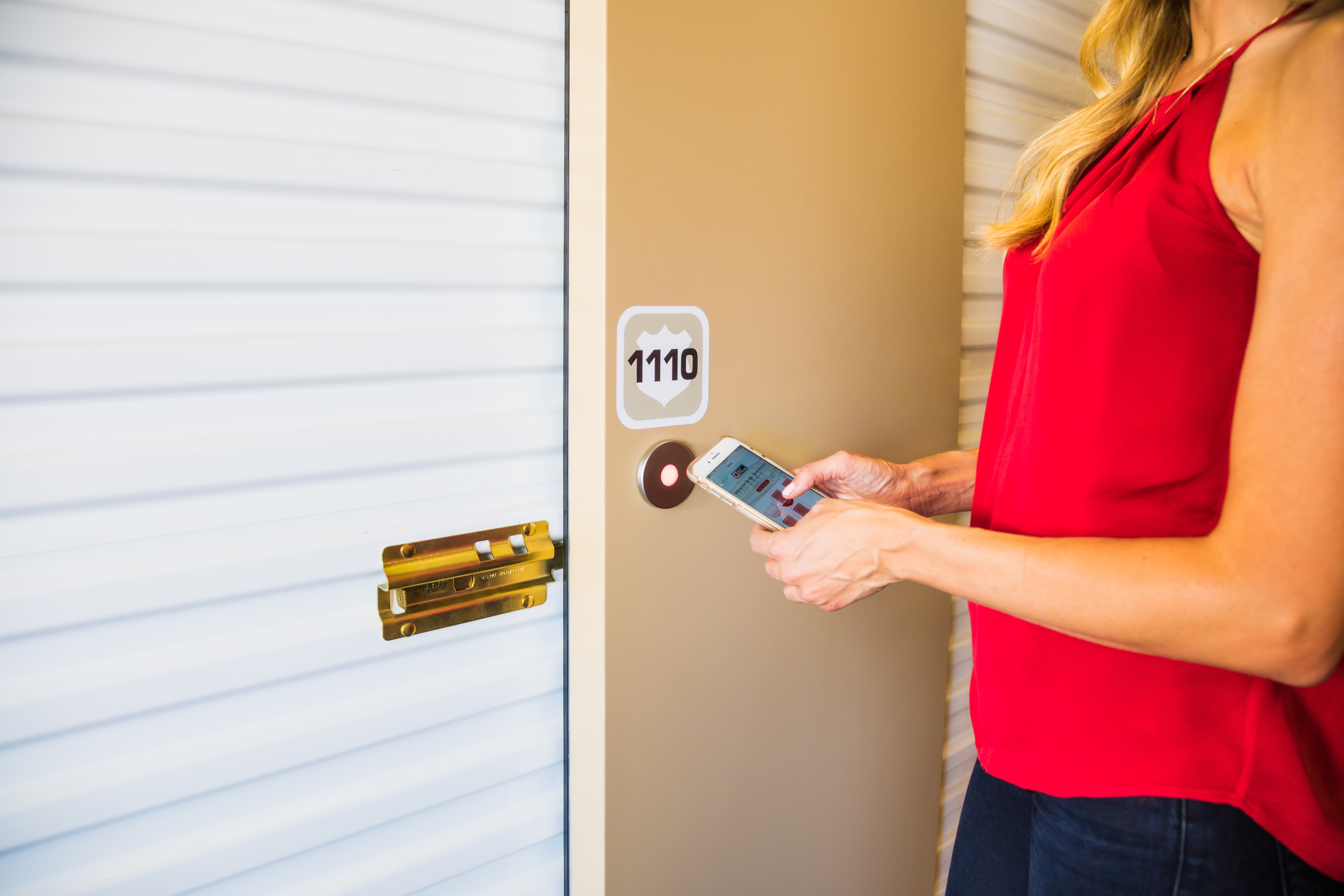 TENANT USING SMARTPHONE TO ACCESS STORAGE UNIT